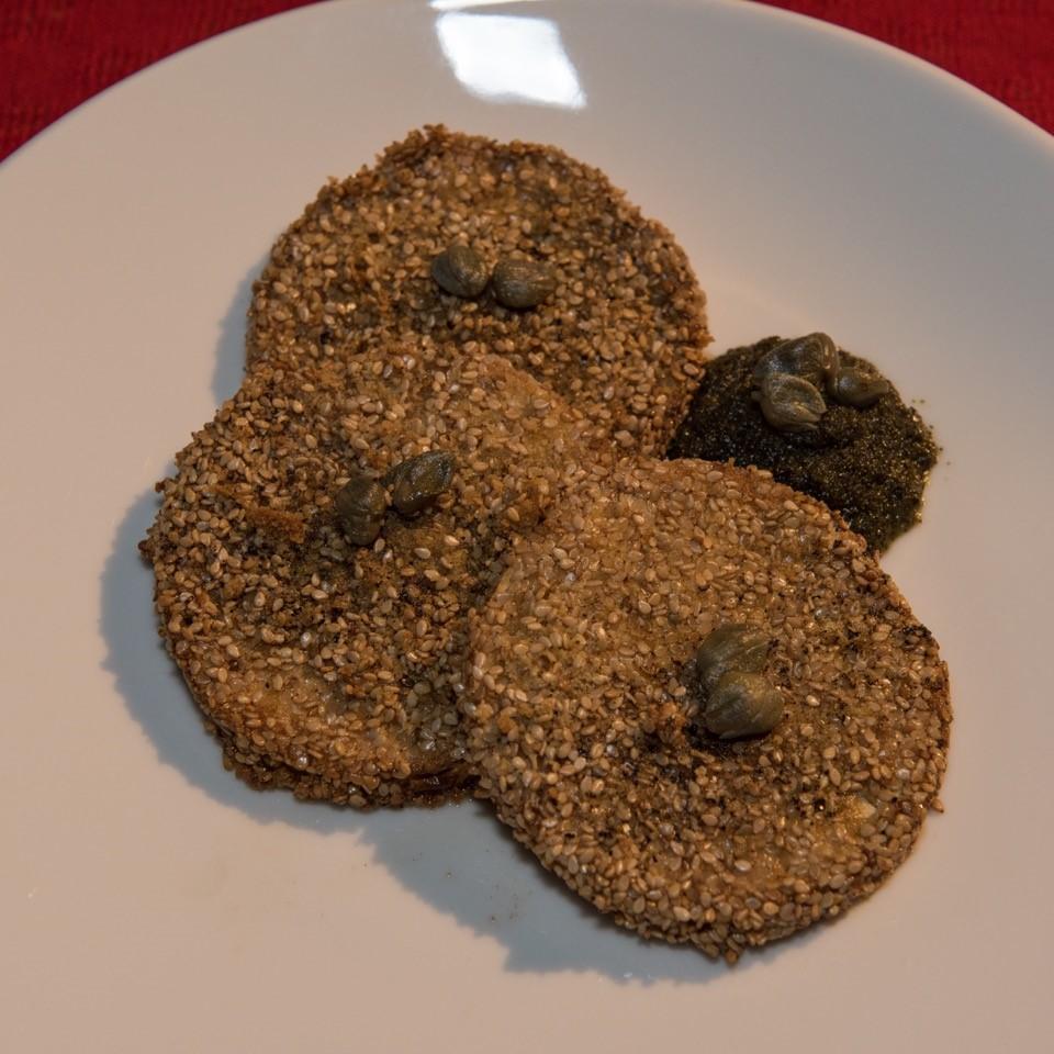 Sellerie in Sesamkruste mit grüner Sauce