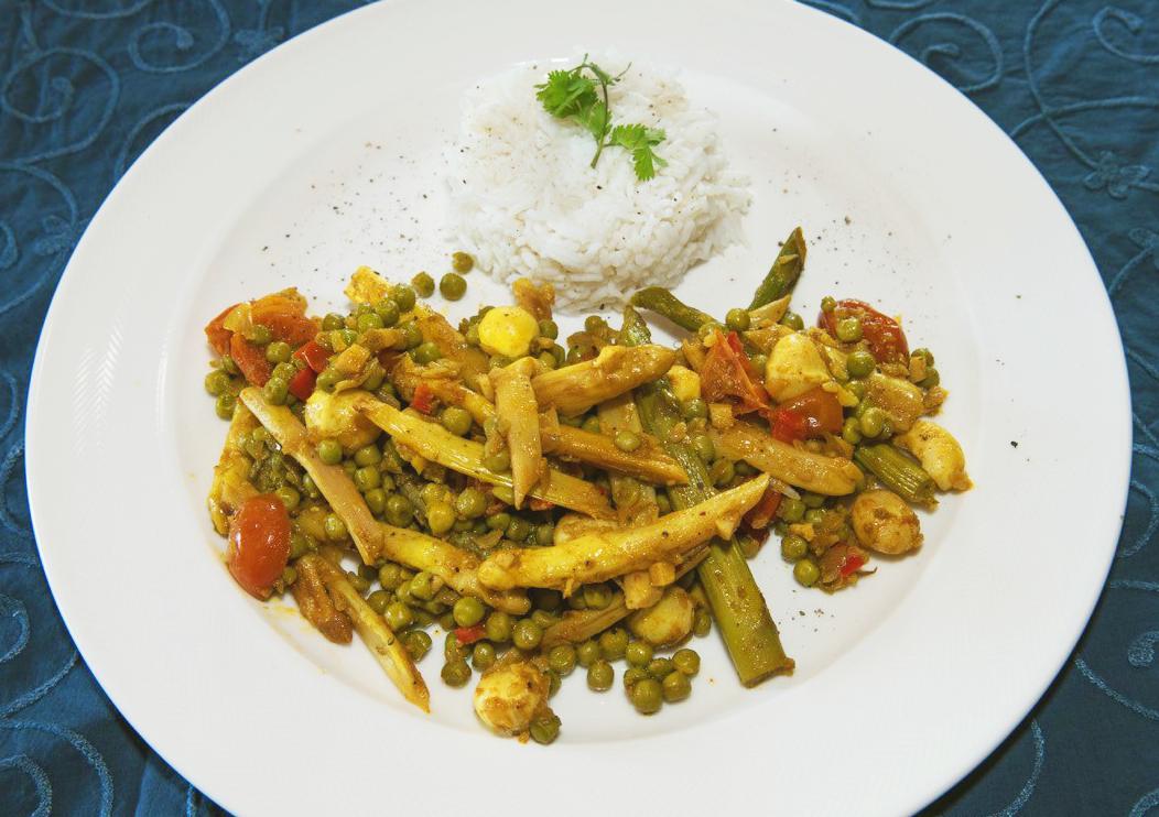 Gebratener Wok-Spargel mit Gemüse