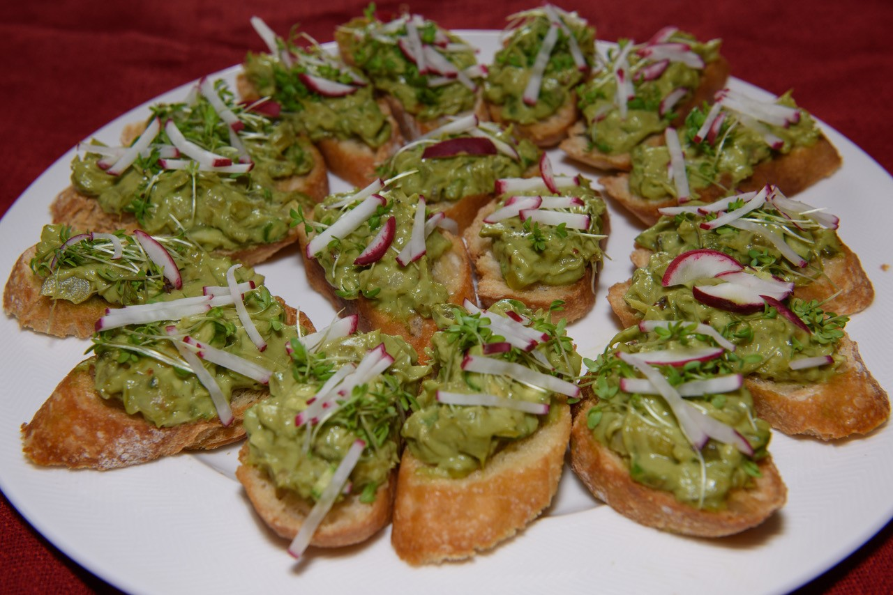 Avocado Spargel Bruschetta