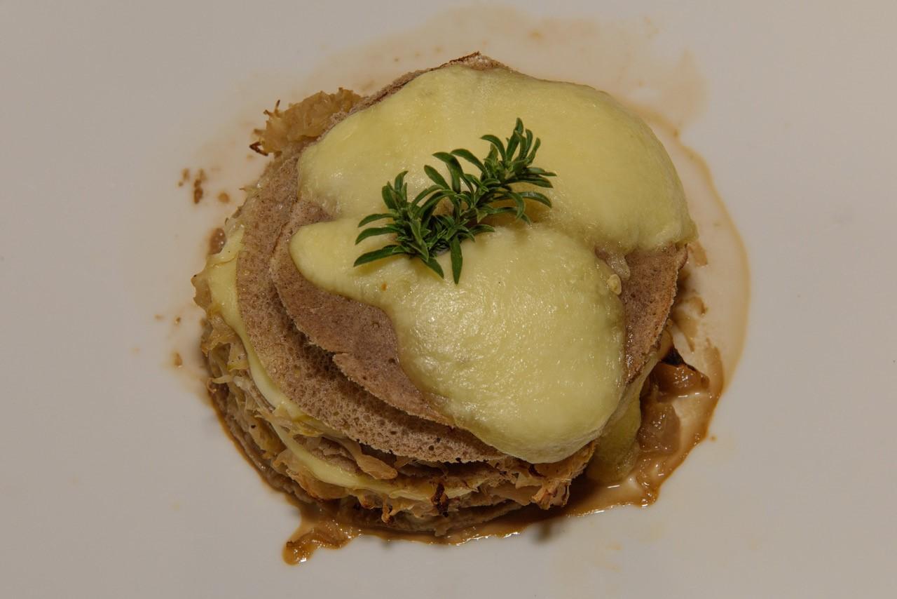 Buchweizencrèpes mit Sauerkraut