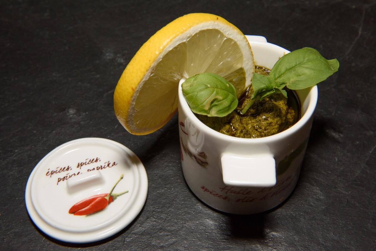 Zitronen-nuss pesto